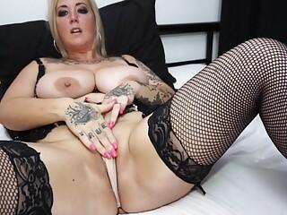 Big breasted British mom Tattiana with hungry cunt